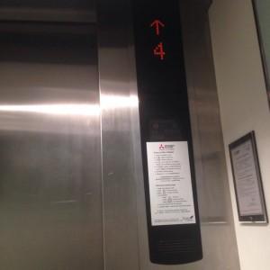 กดลิฟท์ไปชั้น 4